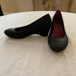 Crocs Lina Wedge Pump Size 7. Super Comfy. Black